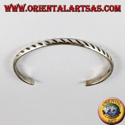 Sturdy silver bracelet with oblique engravings
