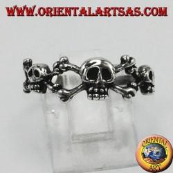 Anello in argento tre teschi con osse