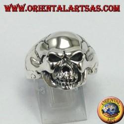 Silver ring, hard skull